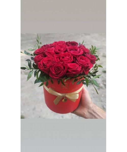 """Красные розы в коробке """"Престиж"""""""